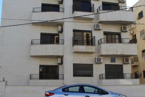 عمارة استثمارية للبيع في الجبيهة في عمان
