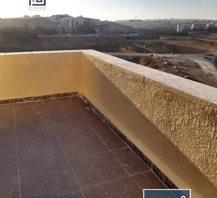 شقة مع روف للبيع في دير غبار